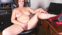 chubby mature mother fucks her big pussy